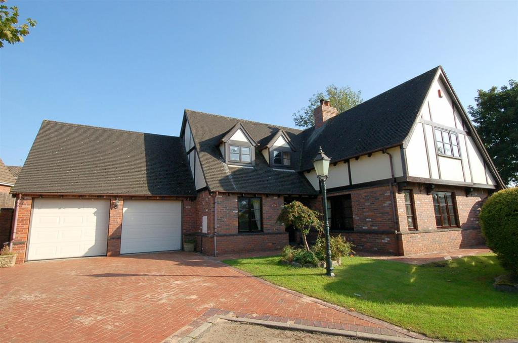 4 Bedrooms Detached House for sale in Rowan Close, Lawton Heath End