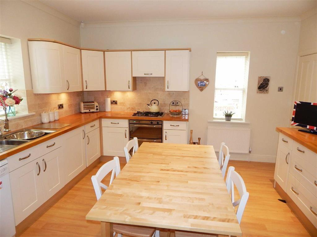 4 Bedrooms Detached House for sale in Wyken Court, Ripon