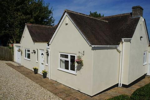 2 bedroom detached bungalow for sale - St Edwards Drive, Stow-on-the-Wold, Gloucestershire