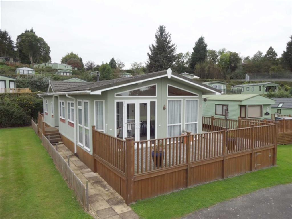 2 Bedrooms Park Home Mobile Home for sale in 3, Oak Court, Brightwater Lakes Holiday Park, Welshpool, Powys, SY21