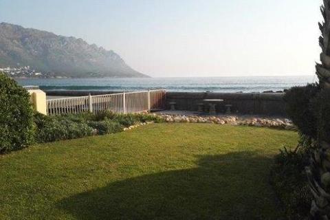 4 bedroom semi-detached house  - Harbour Island Private Estate, Gordon's Bay, Cape Town