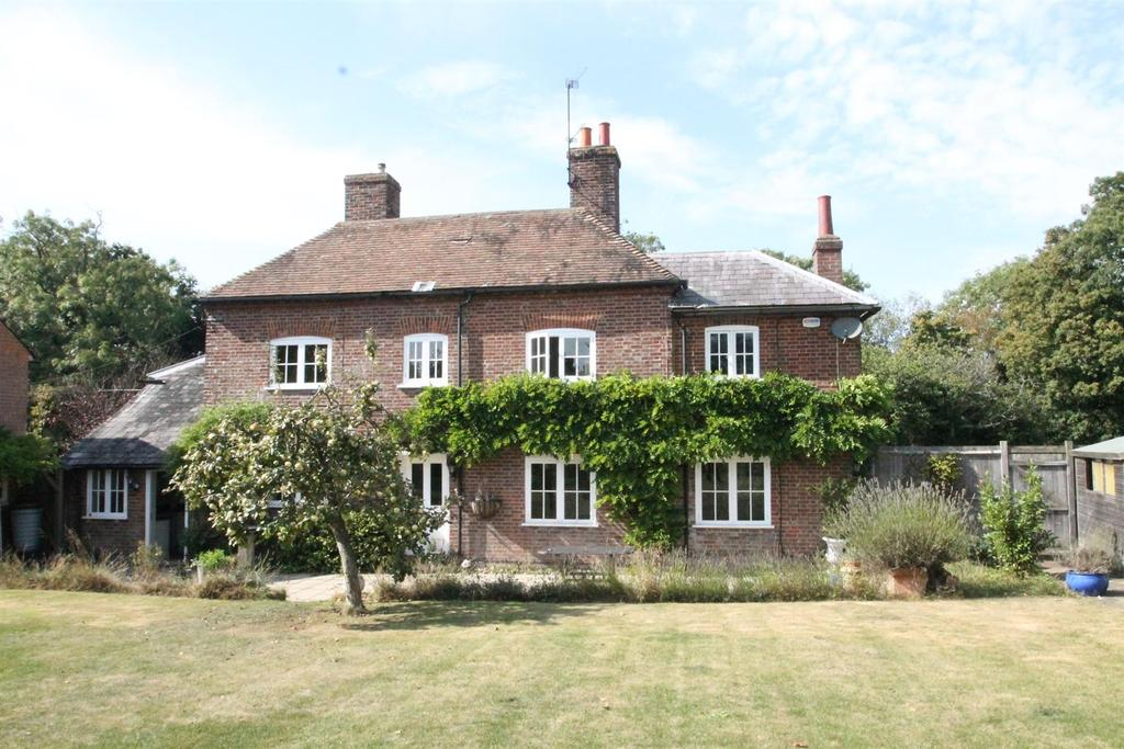 5 Bedrooms Detached House for sale in Pluckley Road, Charing, Ashford