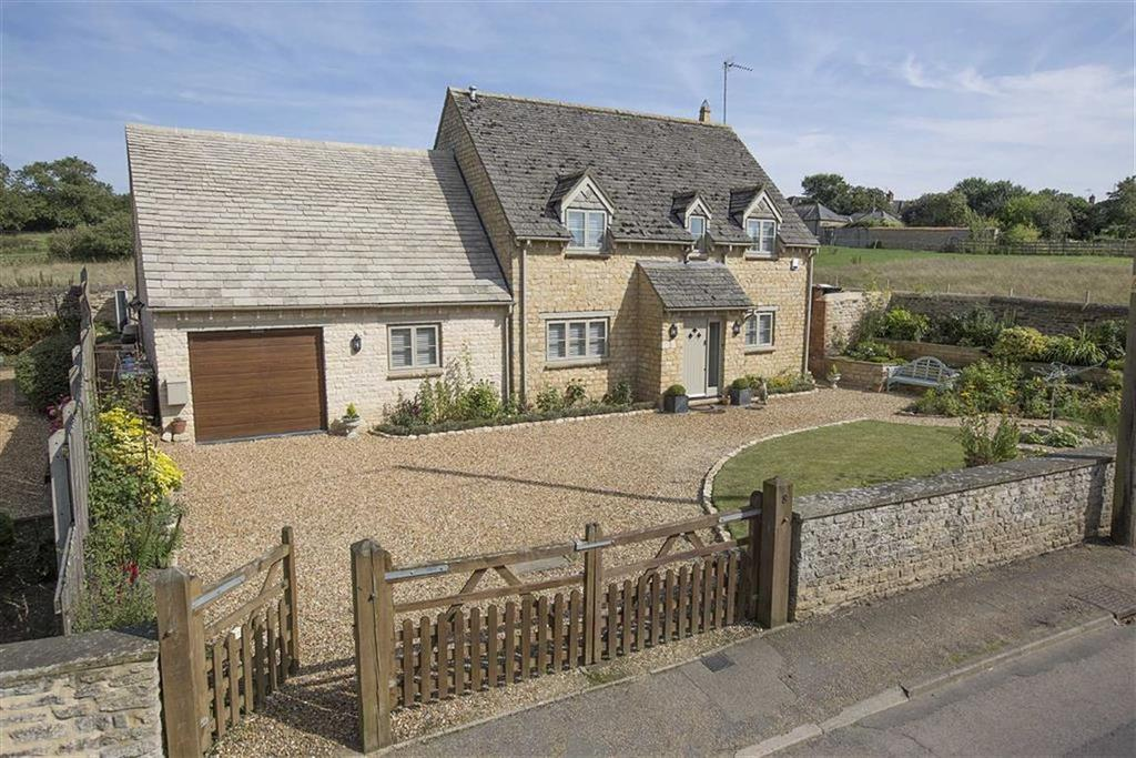 5 Bedrooms Detached House for sale in Main Street, Lowick