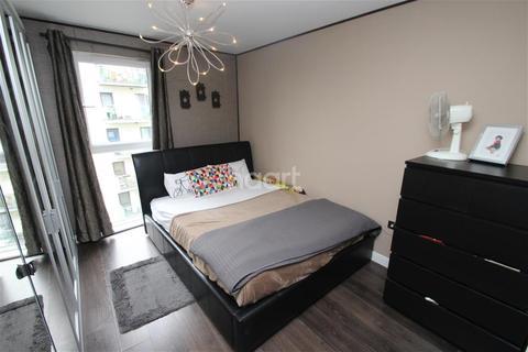 3 bedroom flat to rent - Academy Way, Dagenham, RM8