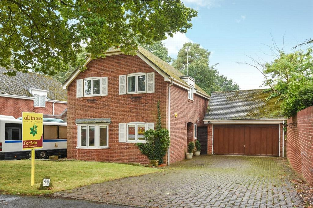 4 Bedrooms Detached House for sale in Farnborough, Hampshire