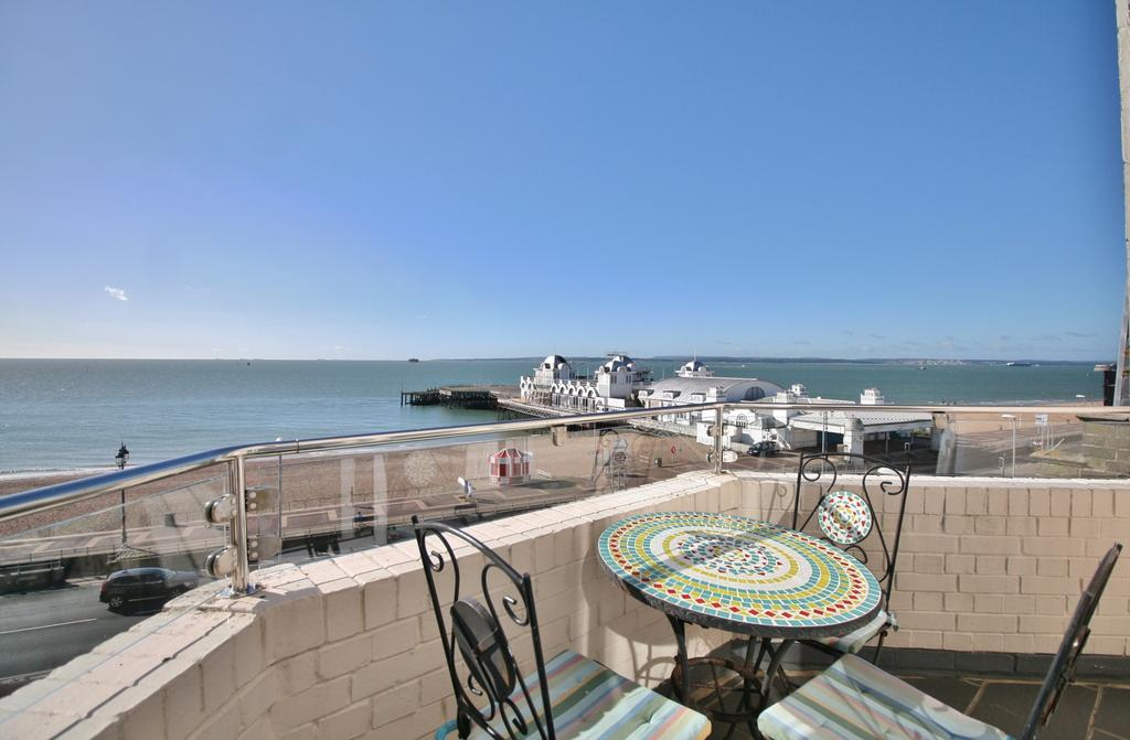 3 Bedrooms Penthouse Flat for sale in St Helens Parade, Southsea