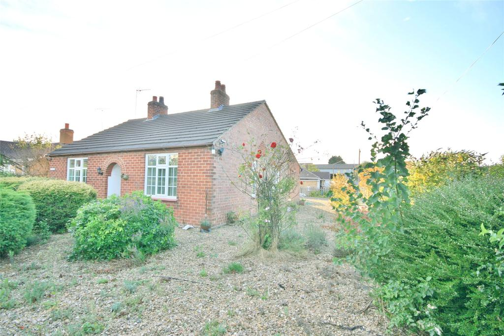 2 Bedrooms Detached Bungalow for sale in Cross Street, Off Church Gate, PE12