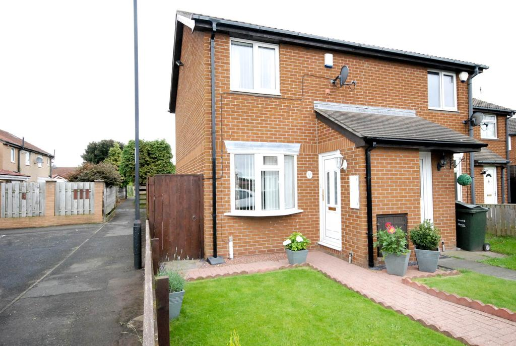 2 Bedrooms Semi Detached House for sale in Meadow Rise, Meadow Rise