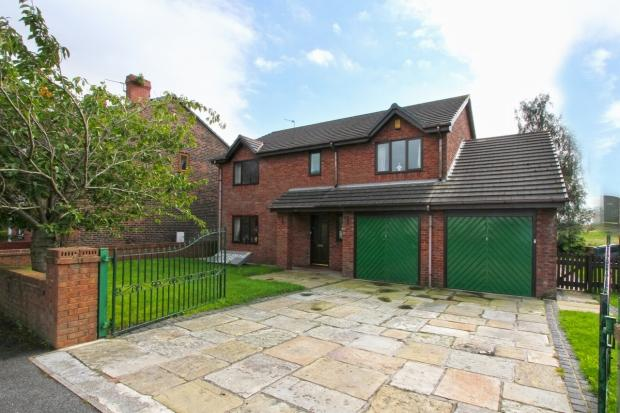 5 Bedrooms Detached House for sale in Billinge Road Ashton In Makerfield Wigan