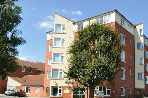 1 Bedroom Flat for sale in Northampton Place, Slough, SL1 3FT