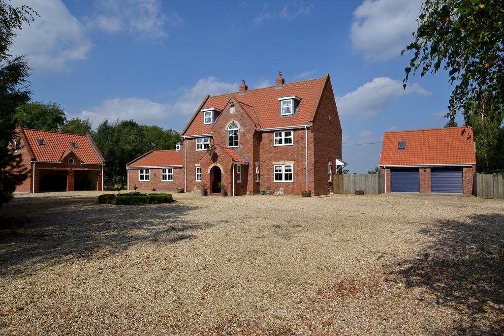5 Bedrooms Detached House for sale in Yaxham, Norfolk