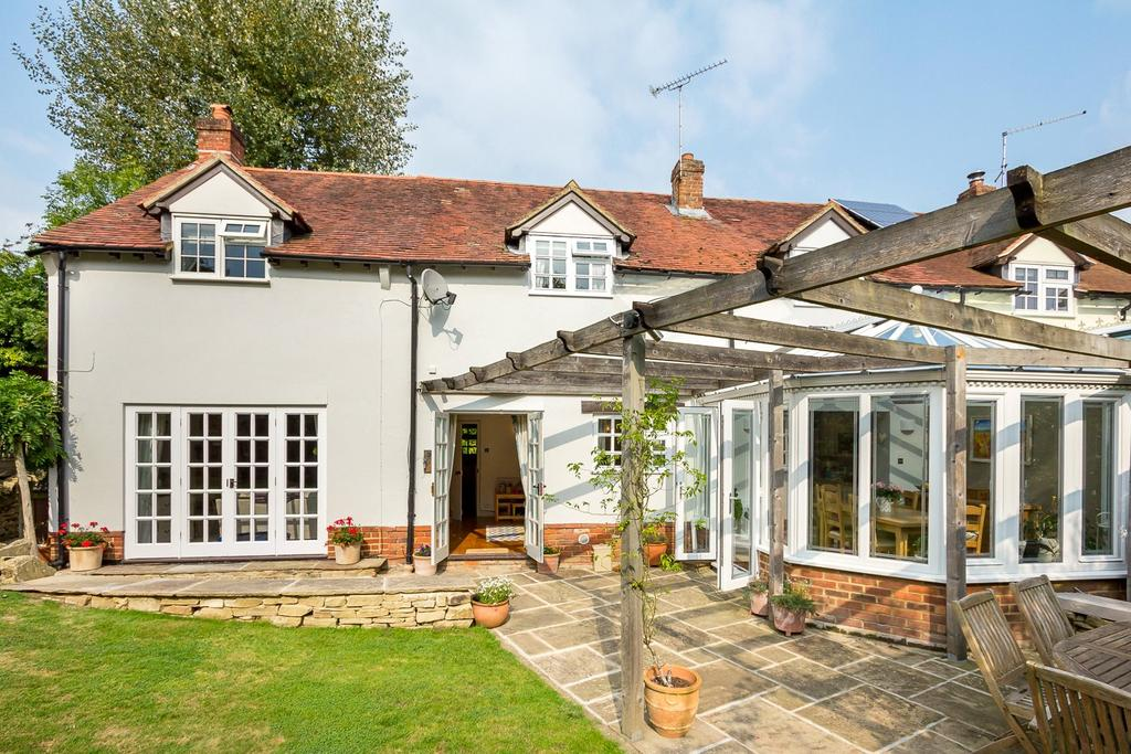 4 Bedrooms Semi Detached House for sale in Prospect Road, Rowledge, Farnham, Surrey
