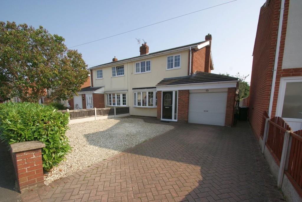 3 Bedrooms Semi Detached House for sale in 11 Chapel Close, Finningley, Doncaster, DN9 3DL
