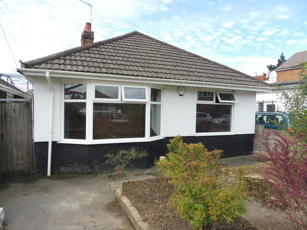 2 Bedrooms Detached Bungalow for sale in St Georges Avenue, Parkstone, Poole BH12