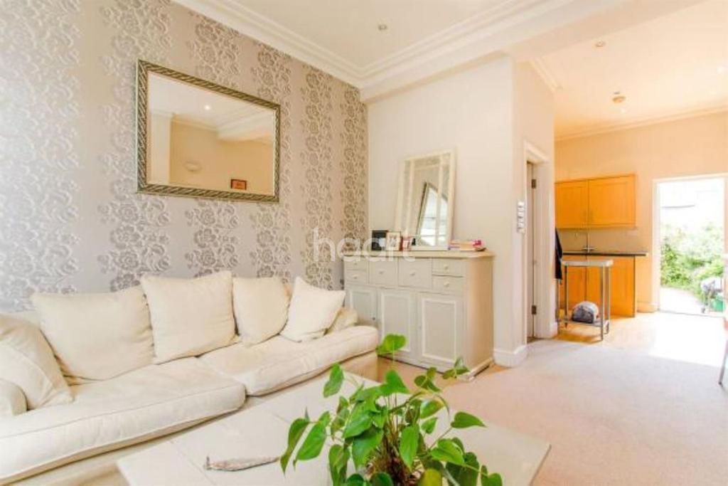 2 Bedrooms Flat for sale in Brading Road, Brixton, SW2