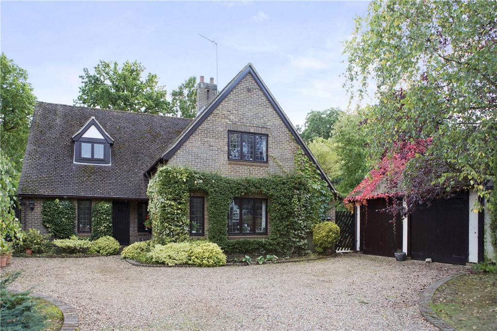 4 Bedrooms Detached House for sale in Heath Way, East Horsley, Surrey, KT24