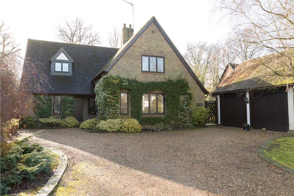4 Bedrooms Detached House for sale in Heath Way, East Horsley, Surrey, KT24