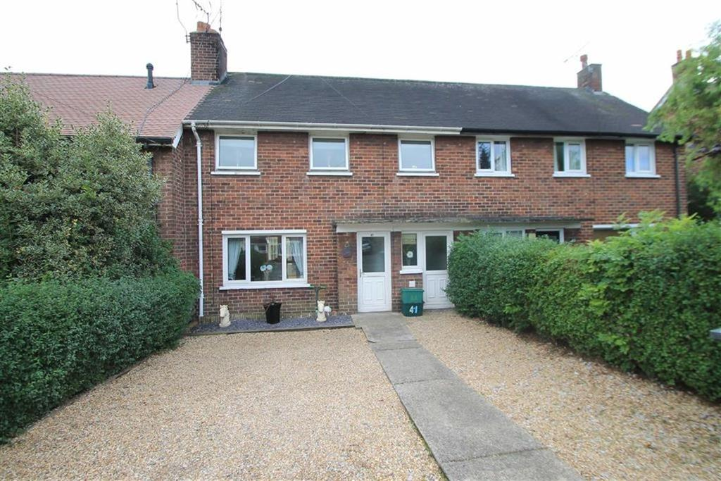 3 Bedrooms Terraced House for sale in Piercy Avenue, Marchwiel, Wrexham