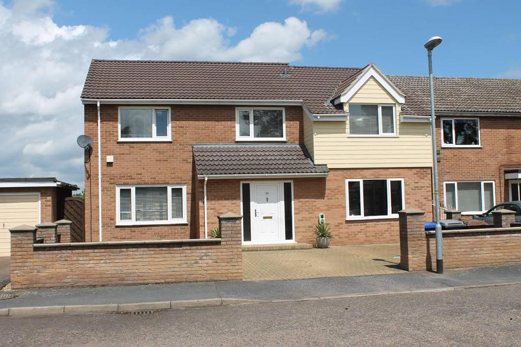 4 Bedrooms Detached House for sale in St. Helena Walk, Mildenhall