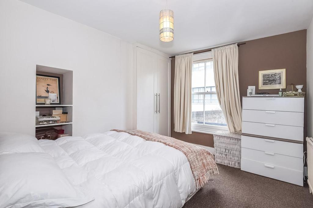 2 Bedrooms Flat for sale in Crewdson Road, Oval, SW9