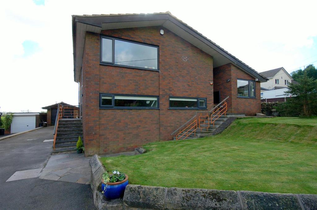 4 Bedrooms Detached House for sale in Castle Road, Mow Cop