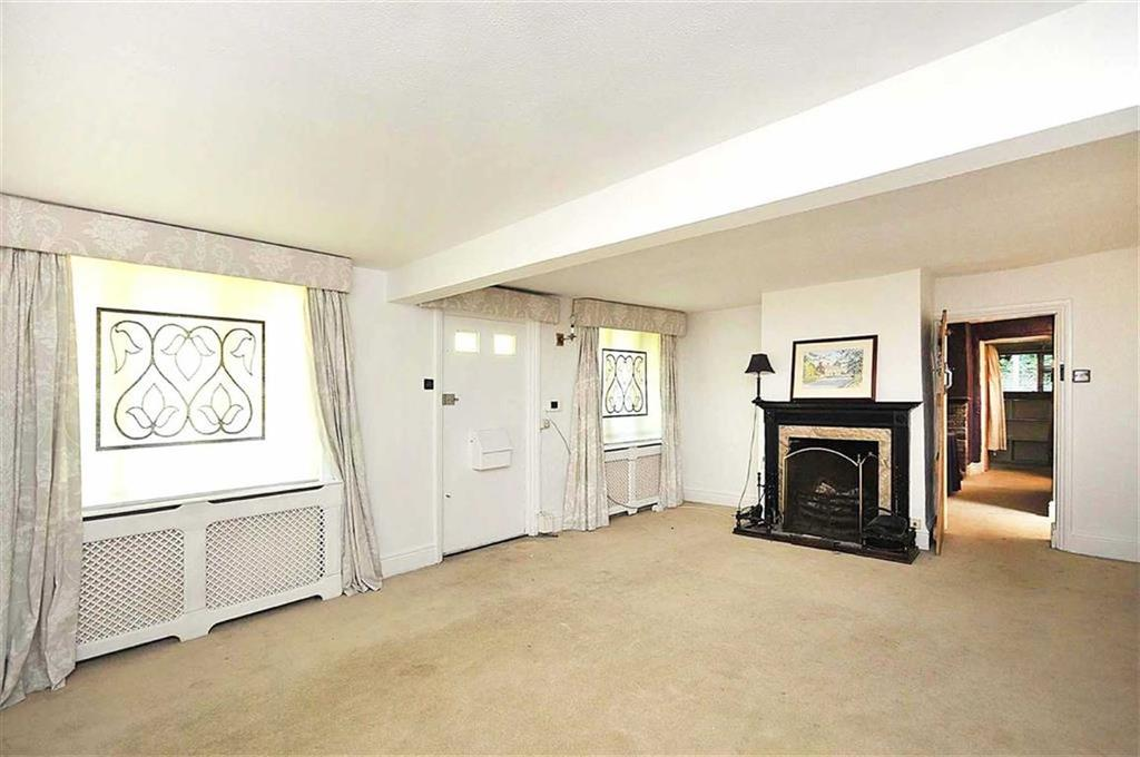 3 Bedrooms Detached House for sale in New Road, Prestbury