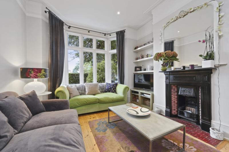 3 Bedrooms Terraced House for sale in Sedgeford Road, London, W12