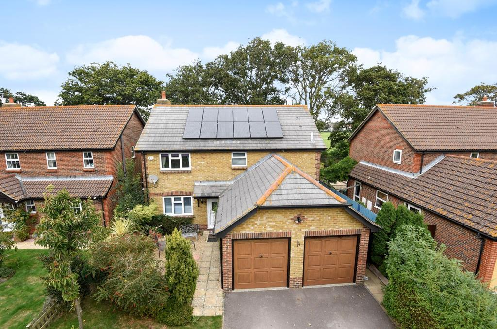 4 Bedrooms Detached House for sale in Bathurst Close, Hayling Island, PO11