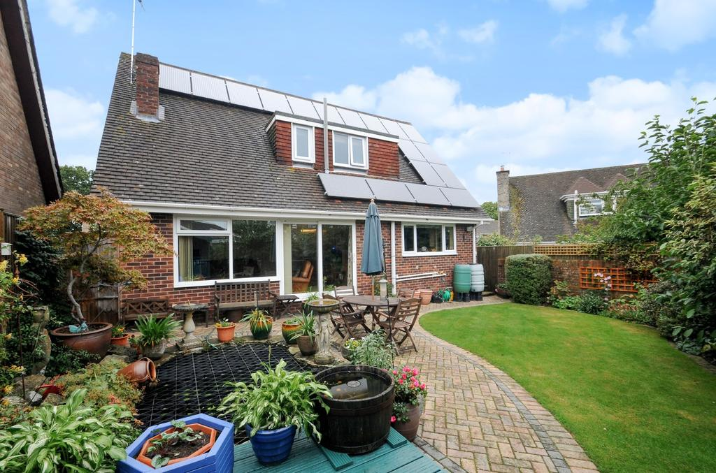 3 Bedrooms Detached House for sale in Brookdale Close, Waterlooville, PO7