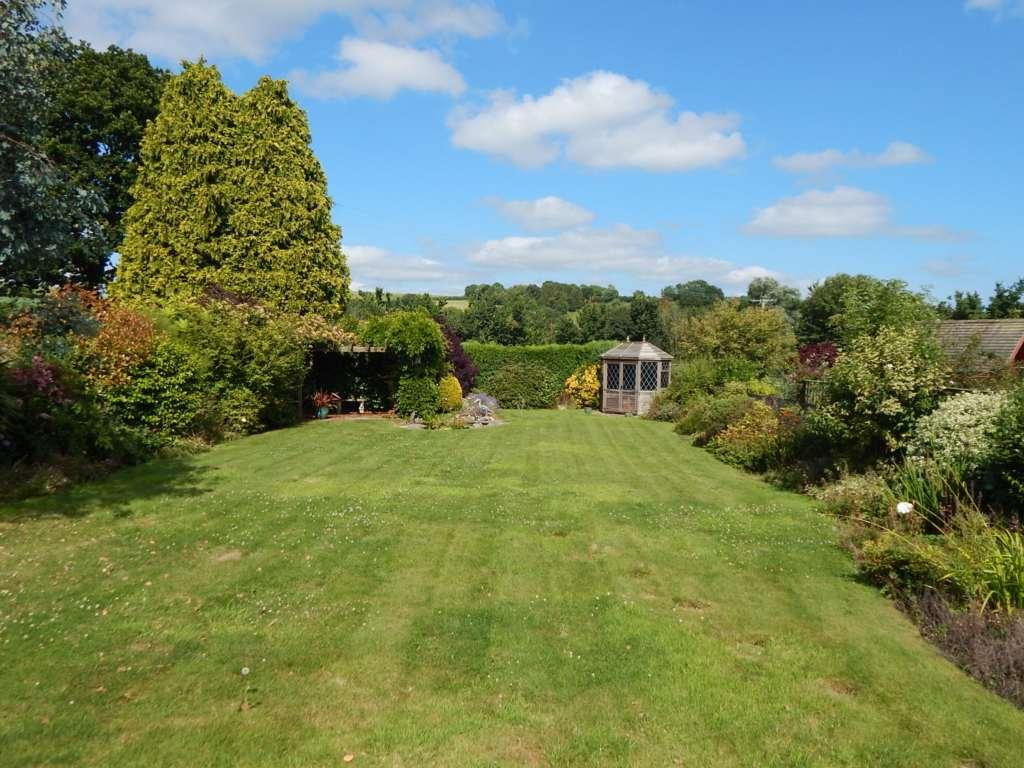 3 Bedrooms Detached Bungalow for sale in Govers Meadow, Colyton