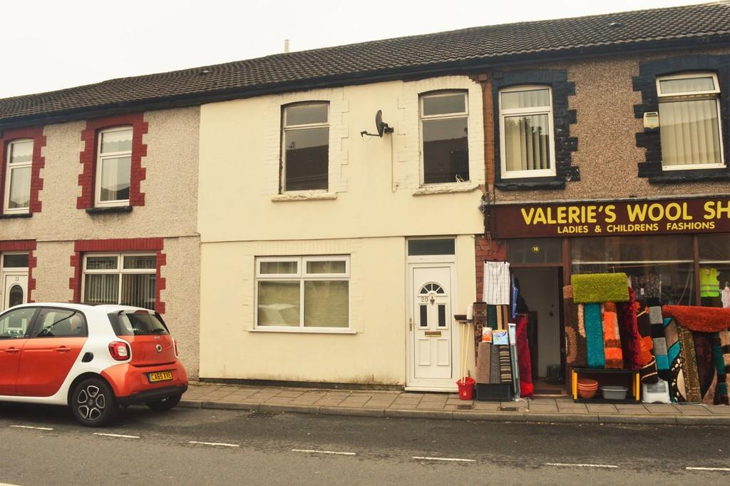 4 Bedrooms Terraced House for sale in Commercial Street, Aberbargoed