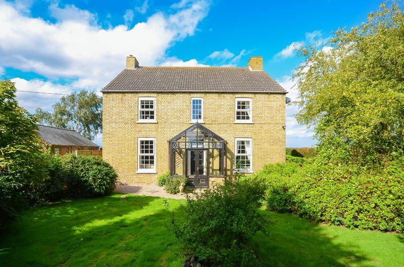 4 Bedrooms Farm House Character Property for sale in The Poplars, Swinthorpe, Lincoln