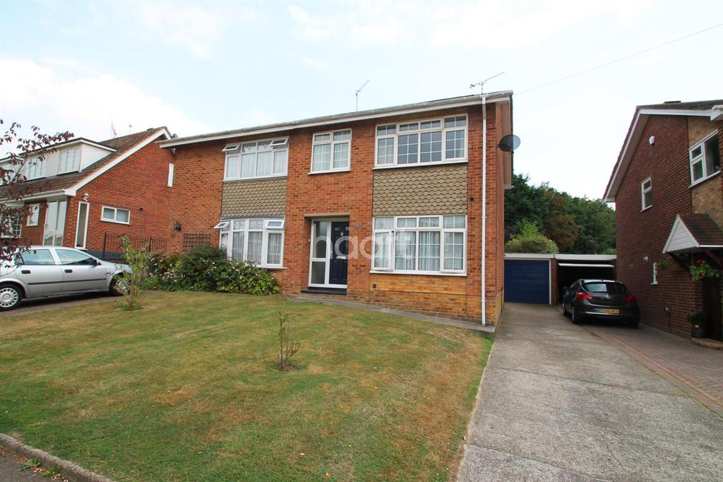 3 Bedrooms Semi Detached House for sale in Lower Lambricks , Rayleigh