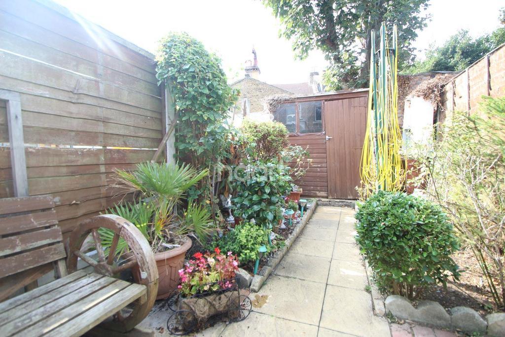 1 Bedroom Maisonette Flat for sale in Stork Road, Forest Gate, London, E7