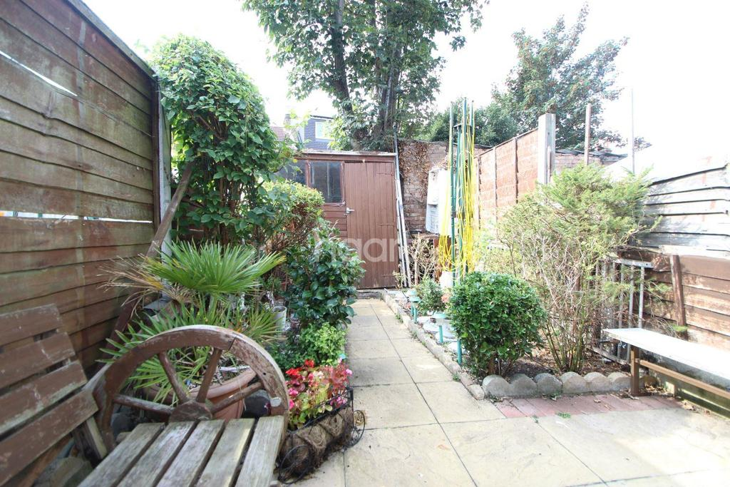 1 Bedroom Flat for sale in Stork Road, Forest Gate, E7