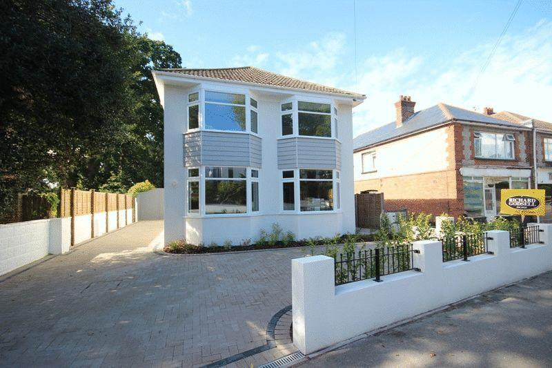 5 Bedrooms Detached House for sale in CHRISTCHURCH