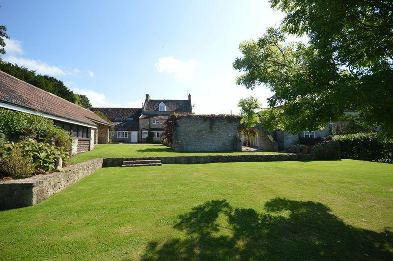 5 Bedrooms Detached House for sale in Excellent location within Sand Road central Wedmore, BS28 4BZ