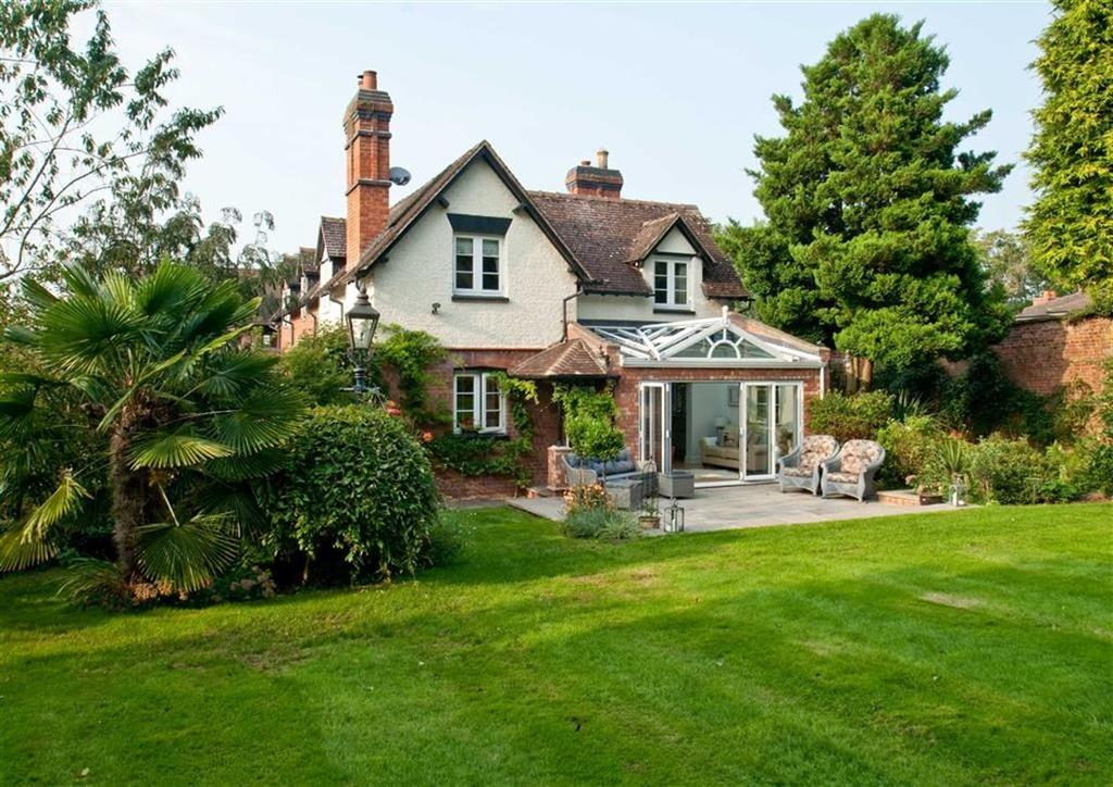 3 Bedrooms Cottage House for sale in Parkway House, Longford Park, Longford, Newport, Shropshire, TF10