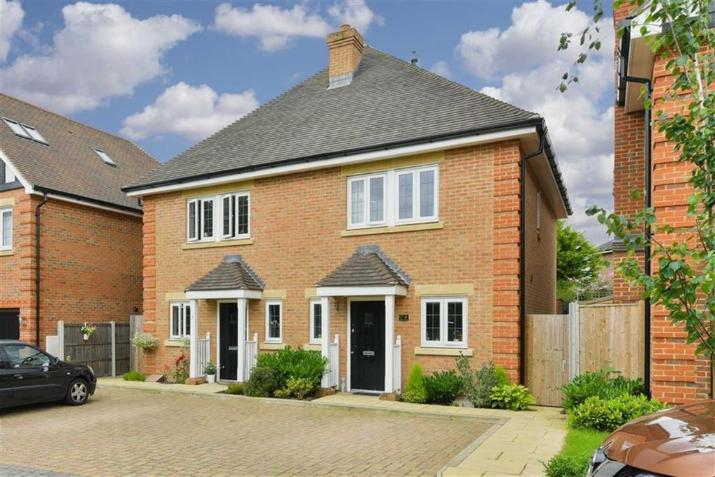 2 Bedrooms Semi Detached House for sale in Amber Close, Epsom, Surrey