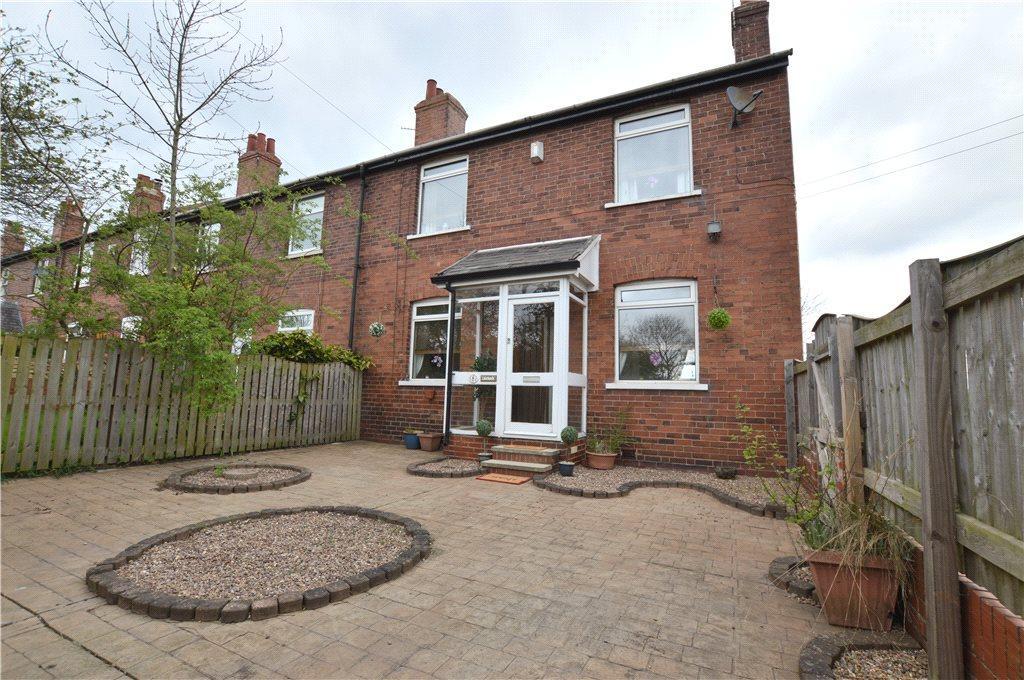 3 Bedrooms Terraced House for sale in Chevet Terrace, Walton, Wakefield, West Yorkshire