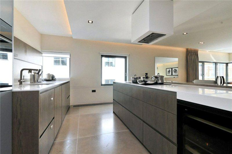 3 Bedrooms Flat for rent in Babmaes Street, London