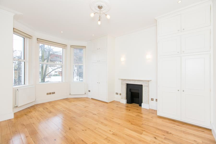 3 Bedrooms Flat for sale in Russell Road, Kensington W14