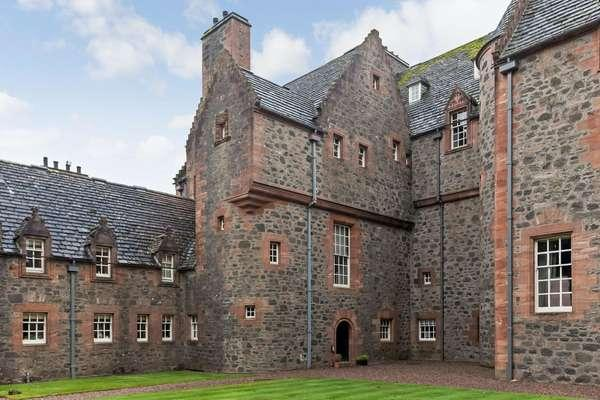 3 Bedrooms Flat for sale in The Mansion Tower, Formakin Estate, Houston Road, Bishopton, PA7 5NX