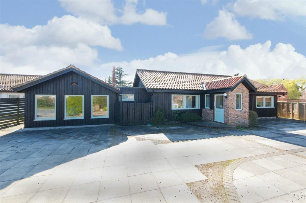 4 Bedrooms Detached Bungalow for sale in The Hollies, Main Street, Elvington, York