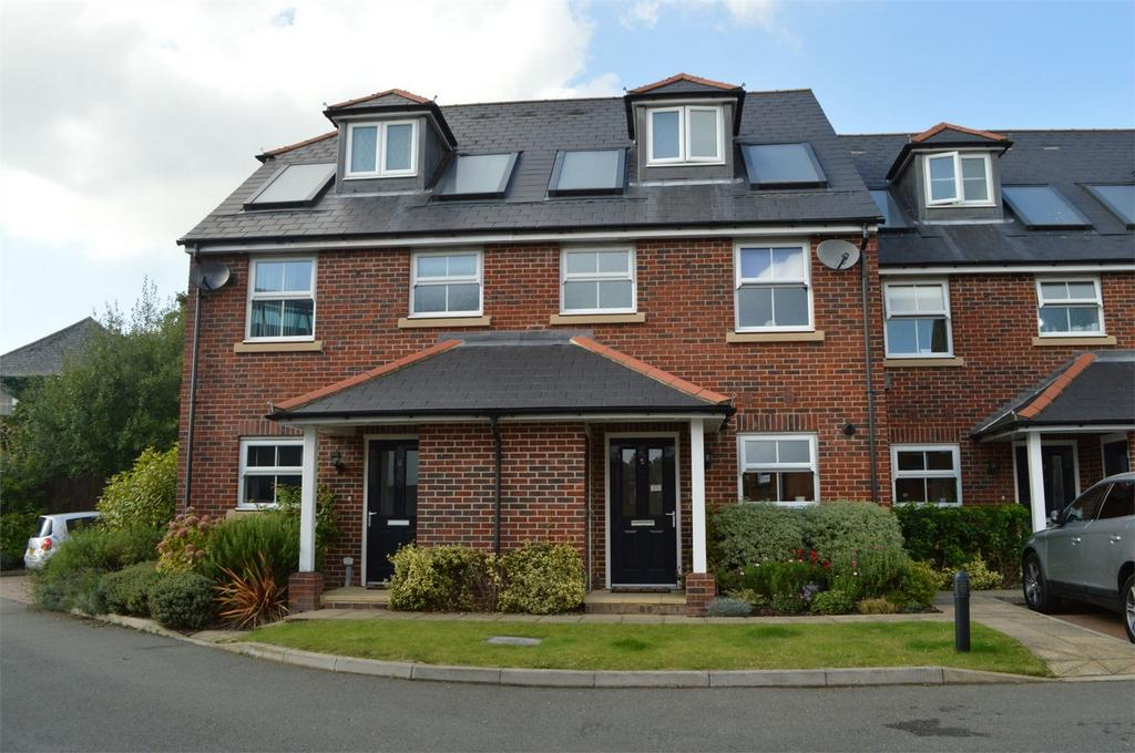 3 Bedrooms Town House for sale in Woodcroft Mews, Station Road, PETERSFIELD, Hampshire