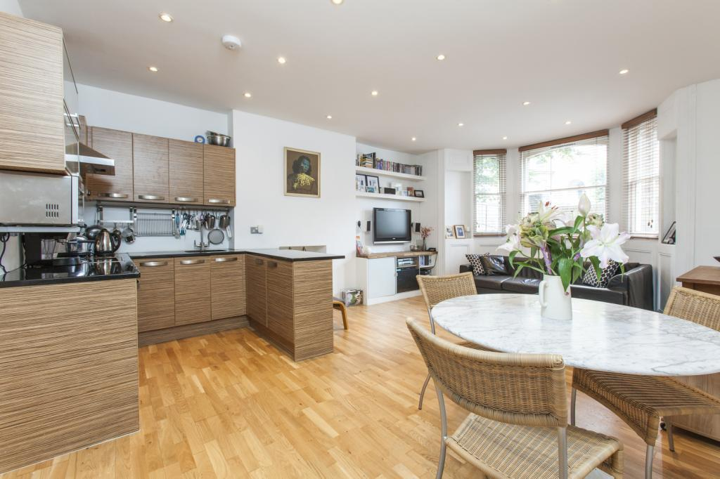 2 Bedrooms Flat for sale in Lordship Park, London, N16