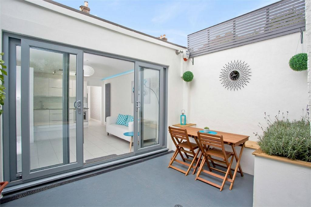 2 Bedrooms Flat for sale in Station Street, Lewes, East Sussex