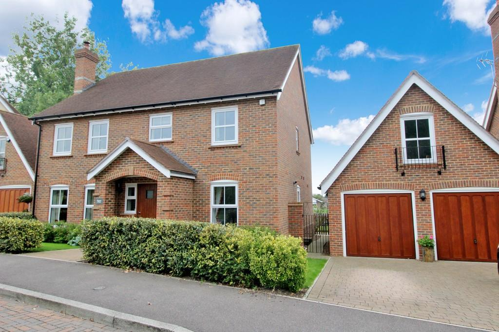 5 Bedrooms Detached House for sale in Pulborough