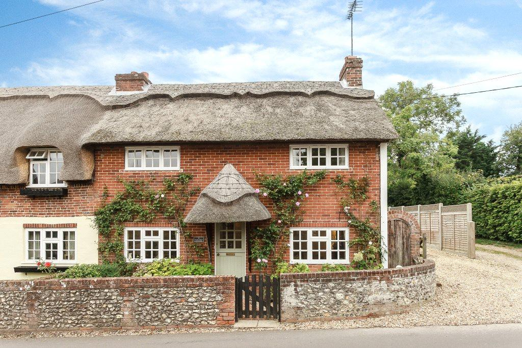 3 Bedrooms Semi Detached House for sale in Yew Tree Cottages, Yew Tree Road, North Waltham, Basingstoke, RG25