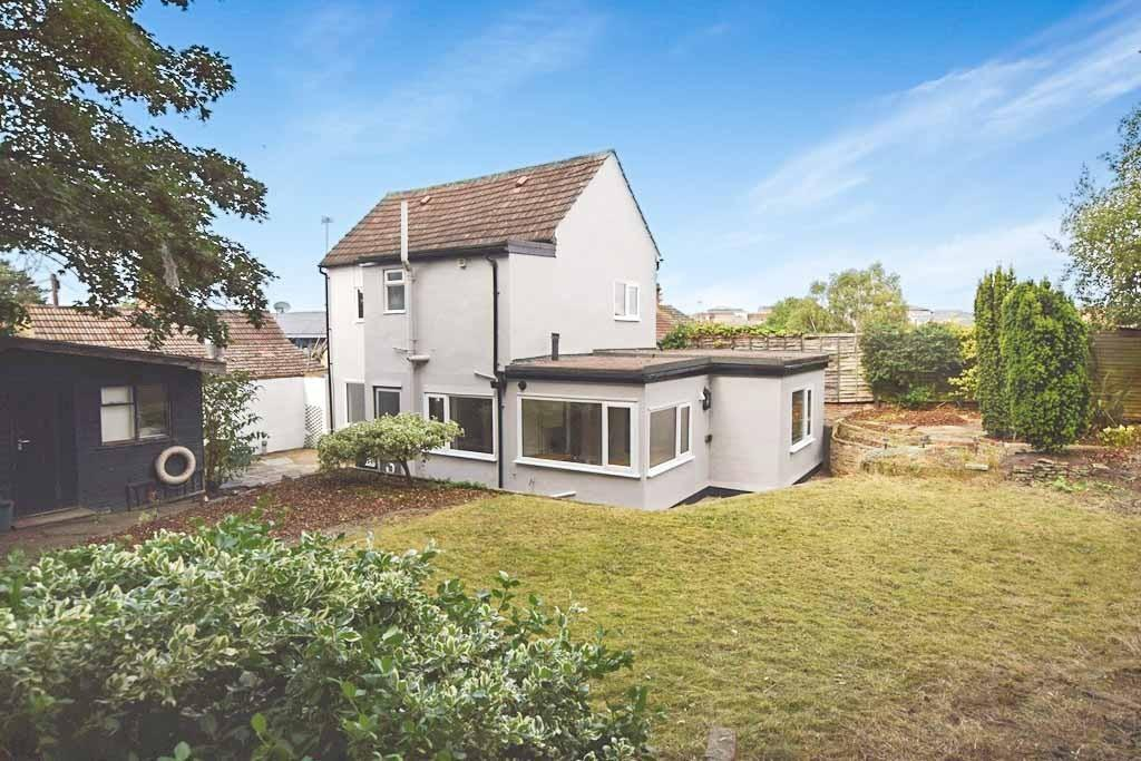 4 Bedrooms Detached House for sale in Butt Road, Colchester